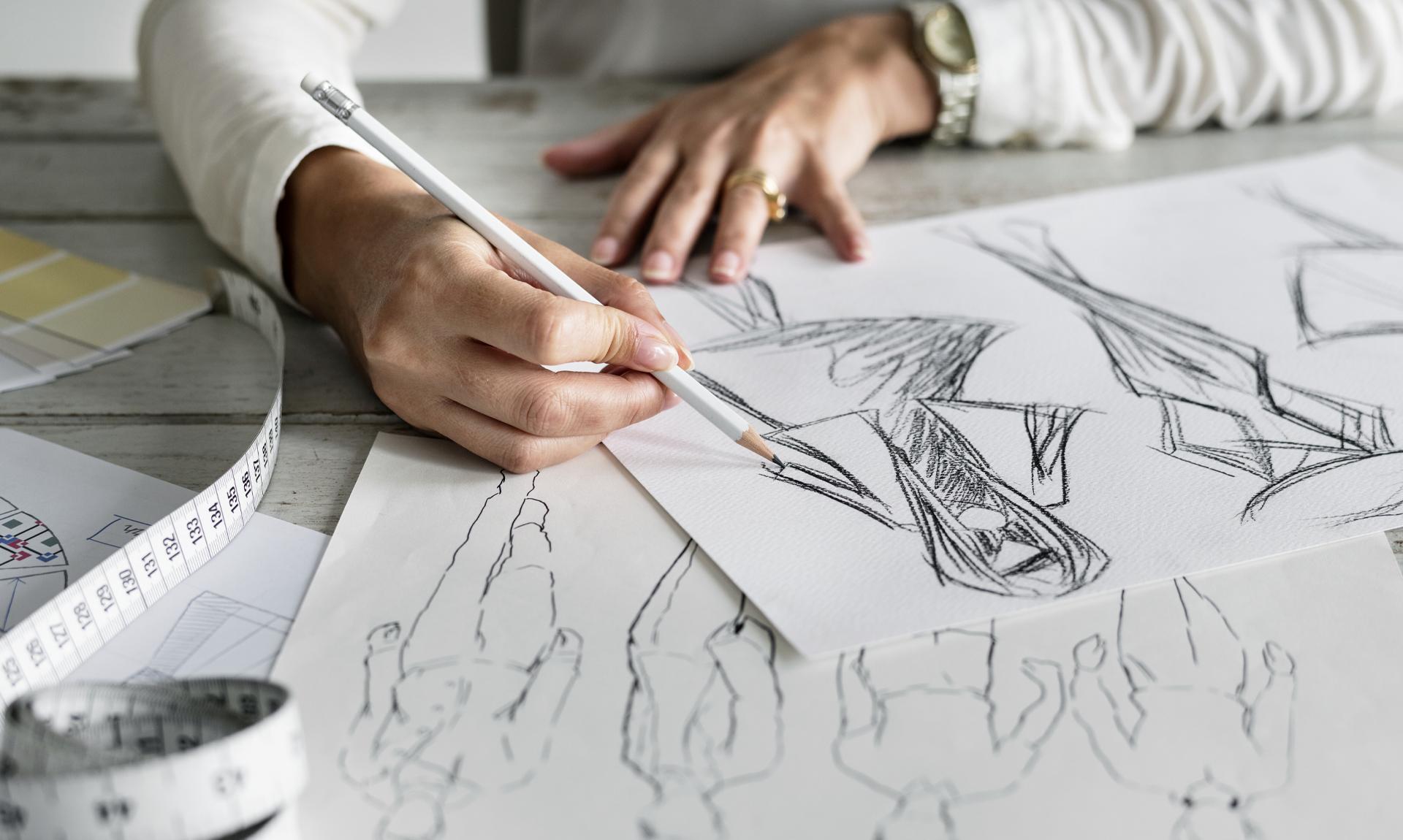 Settore della moda: immagine di una designer/ Fashion industry: image of a designer working